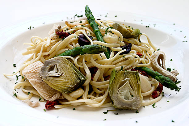 """""""Linguine w/artichokes, asparagus,olives,mushrooms and sun dried tomatoes"""""""